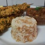 Pinchitos Kip, Turkse Rijst en Salsa van Aubergine – Ui – Knoflook