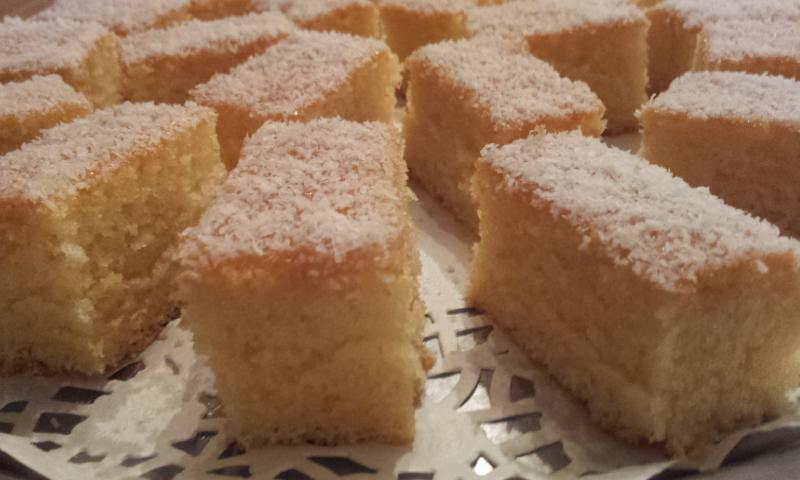 Allerlei variaties zijn mogelijk en in deze cake heb ik griesmeel ...: www.sosokitchen.nl/cake-griesmeel-cocos