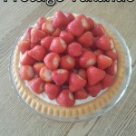 Aardbeien-Koninkjes Taart met Vanille-Roomsaus