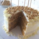 Carrot Cake-Worteltaart-Rueblitorte-Rüblitorte aansnijden