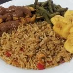 Nasi met Groenten – Sperziebonen, Bakbanaan en Kipsaté met Pindasaus