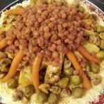Couscous Kippenvleugels, Knol, Wortels, Spruiten, Champignons en gekonfijte Rozijnen