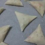 Samosa's na het vouwen