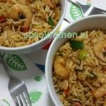 Rijst-Groente-Garnalen Wok met Black Chilli Saus